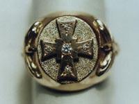 Увеличить изображение амулета | Кольцо мужское - печатка, золото с камнями, бриллианты